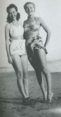 sister Berniece & Norma Jeane (they dressed them like twins. Norma Jean Marilyn Monroe, Civil War Photos, Norma Jeane, Old Hollywood Glamour, Famous Women, Bombshells, Beautiful Actresses, American Actress, Vintage Outfits