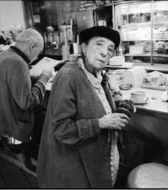 axsbp: Louise Bourgeois in an Upper Westside. Inge Morath, New York, Out To Lunch, Louise Bourgeois, Vogue, American Artists, Instagram, Photography Women, Fictional Characters