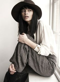 A chic, yet effortless look for the fall or winter time. Nude tones and the draping clothes give it a simple spin and the fedora hat pulls the look together! Chic and casual