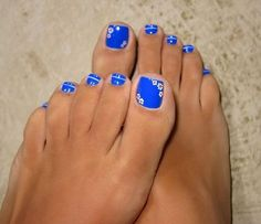 Uñas de los pies decoradas en azul - Blue toe nails