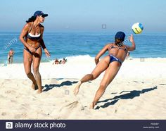 Brazilian Beach-Volleyball duo Leila Barros (R) and Monica Rodrigues (L) during a trainnig session Friday 25 July 2003 in a Rio de Janeiro's beach