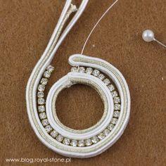 Just married kolczyki ślubne – haft sutasz Motif Soutache, Soutache Pattern, Soutache Tutorial, Soutache Pendant, Earring Tutorial, Soutache Jewelry, Beaded Jewelry, How To Make Earrings, Diy Earrings