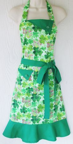 Cute Apron St Patricks Day Apron Shamrock Apron by KitschNStyle