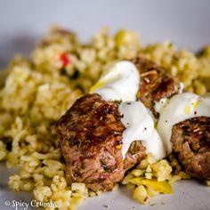 Jehněčí medailonky a teplým bulgurovým salátem