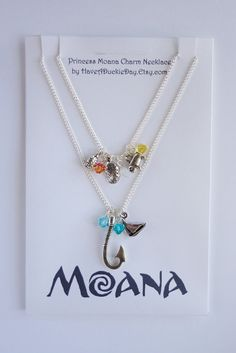 Princess Moana Charm Necklace by HaveADuckieDay on Etsy - Bijouterie Disney Princess Jewelry, Disney Jewelry, Cute Jewelry, Body Jewelry, Jewelry Accessories, Do It Yourself Fashion, Disney Couture, Accesorios Casual, Disney Outfits