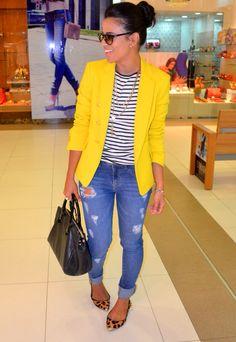 Look com Blazer amarelo