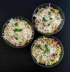 Trofie al pesto alla genovese con pomodorini e ricotta salata. Un primo fresco e delicato da gustare nelle calde sere estive per qualsiasi tipo di ricorrenza