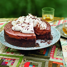 A fabulous chocolate Mississippi mud pie made up of a biscuit base, a chocolate cake and a chocolate mousse.