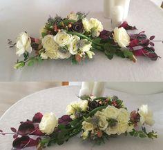 Stroik na cmentarz fioletowe kalie i białe róże Grave Decorations, Ikebana, Funeral, Floral Arrangements, Christmas Wreaths, Floral Wreath, Diy, White Flower Arrangements, Cute