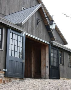 Things Friday Beautiful gray barn - great design concept for garage. Love the doors. Our future barn replacement.Beautiful gray barn - great design concept for garage. Love the doors. Our future barn replacement. Horse Barns, Old Barns, Horses, Horse Stables, Houses Architecture, Classical Architecture, Barn Garage, Diy Garage, Garage Entry