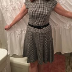 NANETTE LEPORE houndstooth Dress & belt, 6 EUC🎈 ELegant Nanette Lepore Houndstooth dress with black belt. Perfect for interviewing or work functions. Super comfortable!  Fit and flare style looks great on everyone!  Excellent condition. Nanette Lepore Dresses Midi