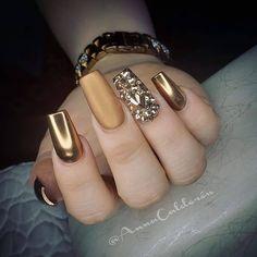35 Classy Gold Nail Art Designs for Fall Art Gold Sexy Nails, Glam Nails, Classy Nails, Fancy Nails, Stylish Nails, Bling Nails, Trendy Nails, Beauty Nails, Glittery Nails