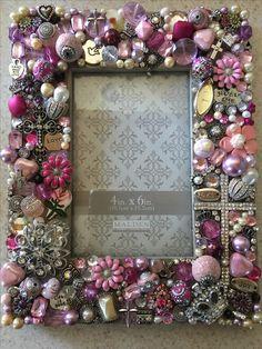 Costume Jewelry Crafts, Vintage Jewelry Crafts, Jewelry Frames, Jewelry Mirror, Mirror Crafts, Frame Crafts, Decoupage Jars, Diy Monogram, Seashell Crafts