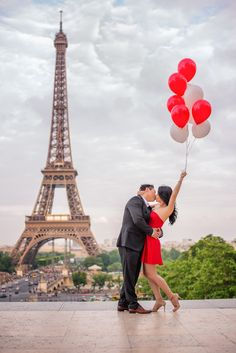Happy kisses at the Eiffel Tower.  Captured by Fran Boloni The Paris Photographer