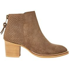 Pavement støvlebrune - Style nr. 15388        Flot brun støvlei slangepræget ruskind. Støvlen har...