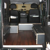 Mobiler Sonderausbau Land Rover Defender - Boden - KAUA'I Camper - KAUAI Camper
