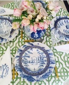 Beautiful flowers, blue willow pattern and Pottery Barn blue and white dishes. The Enchanted Home Tables Tableaux, Dresser La Table, White Dishes, White Plates, Large Plates, Enchanted Home, Blue And White China, Blue China, Blue Green