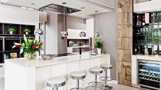 moderne küche trennen mit akzenten in erdnuancen