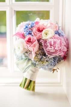 Beautiful soft bouquet colors #SummerWedding