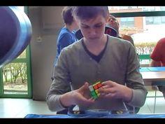 [Official] Mats Valk Rubik`s cube World Record single: 5.55 S. Os melhores resolvedores do mundo conseguem completar a tarefa em menos de 6 segundos. O recorde é do holandês Mats Valk, com 5,55 segundos. Veja a rapidez do garoto!