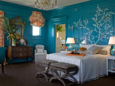 I like it. I wonder what it would look like with the ceiling a couple of shades lighter than the wall color.