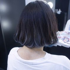 暗髪は大人のオンナの証♡ネイビーヘアカラーで魅惑の髪色の20枚目の写真 | マシマロ Grey Hair Dye, Dye My Hair, Korean Hair Color Ombre, Ombre Hair, Blue Hair, Hair Inspiration, Hair Inspo, Medium Hair Styles, Long Hair Styles