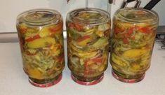 Salată de gogonele, legume și verdeață pentru iarnă! - Sfaturi pentru casă și grădină Zucchini, Mason Jars, Vegetables, Food, Salads, Essen, Mason Jar, Vegetable Recipes, Meals
