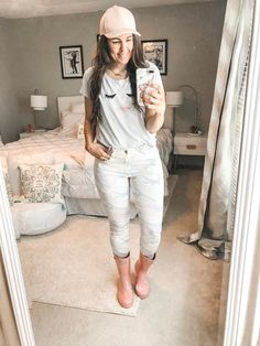 10 Simple and Easy Rainy Day Outfits - the Flexman Flat Rainy Day Outfit For Spring, Summer Boots Outfit, Cute Rainy Day Outfits, Rainy Day Outfit For School, Casual Date Night Outfit, Winter Boots Outfits, Summer Outfits For Moms, Rainy Day Fashion, Casual Winter Outfits