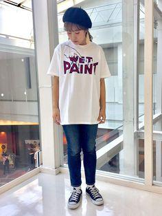 """ポトポトと色材がしたたり落ちる""""Wet Paint""""と書かれたロゴ。ユーモアとセンスがあって一目惚れしたTシャツです!!インパクトがあるデザインTシャツは1枚で着るのがいいですね!"""