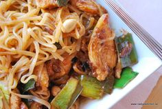 Phad Thai med kyckling Phad Thai, Sambal Oelek, Quorn, Jambalaya, Chicken Recipes, Spaghetti, Food And Drink, Pasta, Yummy Food