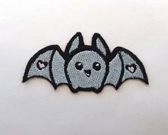 Super cute kawaii bat iron on. A little adorable, yet a little spooky, a wonderful combination. Great for lolita accesories!