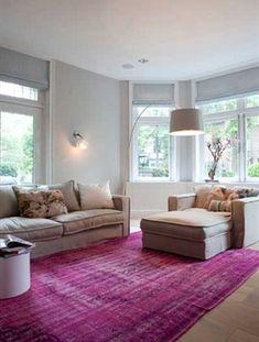 Inspiratie! Neutraal interieur met vloerkleed in kleur - Stock Interiors - Residence #TEFAF #ResidenceNL #StockInteriors