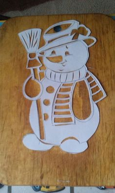 Paper Christmas Decorations, Christmas Wood Crafts, Christmas Stencils, New Years Decorations, Felt Christmas, Homemade Christmas, Christmas Snowman, Christmas Ornaments, Diy And Crafts