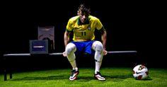 28.05.2013 - Neymar apresenta sua nova chuteira em evento organizado pela Nike no Rio de Janeiro Julio Cesar Guimaraes/UOL