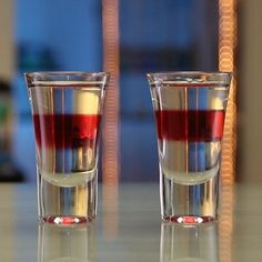 Detox Shot Shot & Shooter Recipes For Any Occasion Alcoholic Drinks Jello Shots, Vodka Mixed Drinks, Vodka Drinks, Fun Drinks, Beverages, Vodka Cocktail, Holiday Drinks, Shooter Recipes, Cocktail Recipes For A Crowd