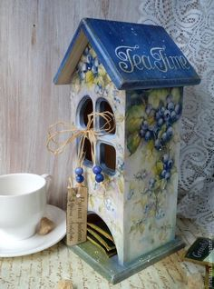 Hand Painted Furniture, Home Decor Furniture, Gingerbread House Template, Aluminum Foil Art, Diy And Crafts, Paper Crafts, Bird Houses Painted, Deco Floral, Tea Box