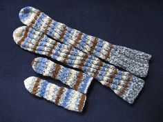 pattern to knit adult sized spiral socks Knitted Socks Free Pattern, Baby Knitting Patterns, Loom Knitting, Knitting Socks, Knitting Stitches, Crochet Patterns, Knit Socks, Charity Knitting, Knitting Abbreviations