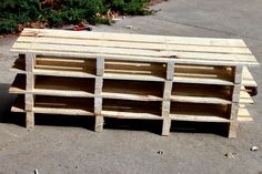 DIY Pallet Shoe Storage Bench @askale martin you can help me make this...i already have the pallets outside