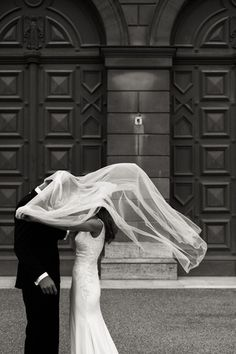 BrautpaarshootingMuenchen-8 Statue, Courtyard Gardens, Wish, Wedding, Sculptures, Sculpture