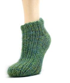 Not an Artist: Free Pattern: Simple Slipper Socks Hand Knitting Yarn, Easy Knitting Patterns, Knitting Socks, Free Knitting, Baby Knitting, Knitting Needles, Knitting Projects, Easy Patterns, Knitting Tutorials