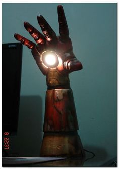 Light The Room With Iron Man's Arm. This would be awesome in our office/nerd cave (eventually) Iron Men, Nerd Cave, Geek Man Cave, Man Cave Art, 3d Prints, Diy Desk, Light Table, Desk Light, My Room