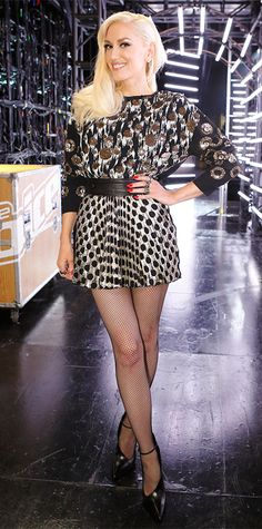 How to Wear Fishnets Like Gwen Stefani Gwen Stefani Legs, Gwen Stefani No Doubt, Gwen Stefani And Blake, Gwen Stefani Style, Gwen Stephanie, Gwen And Blake, Hollywood, Sexy Legs, Rock