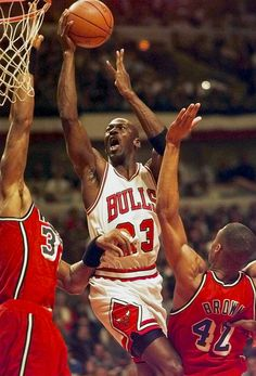 Michael Jordan: 620 games : 20,000 points in fewest NBA games