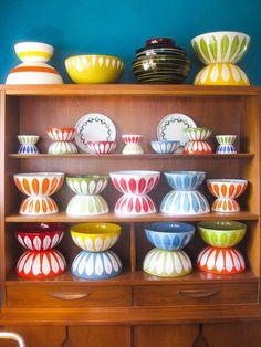Cathrineholm Lotus Enamelware Bowl Inch by RyAndJerAdoption Vintage Enamelware, Vintage Kitchenware, Vintage Dishes, Vintage Glassware, Vintage Love, Retro Vintage, Kitchen Collection, Scandinavian Design, Scandinavian House