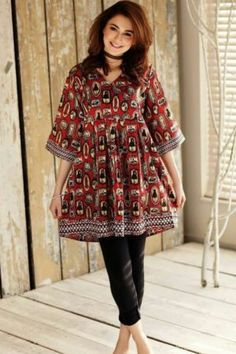 Latest Summer Short Frock Fashion for Girls - Mode Für Alle Pakistani Frocks, Simple Pakistani Dresses, Pakistani Fashion Casual, Pakistani Dress Design, Pakistani Outfits, Indian Outfits, Indian Fashion, Frock Fashion, Girl Fashion