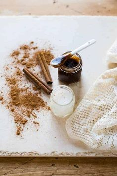 Try this #homemade lip balm and lip scrub with cinnamon to plump your lips and protect them from dry winter air. Lip Scrub Homemade, Homemade Moisturizer, Diy Scrub, Diy Lip Plumper, Diy Lip Balm, Lip Balms, Diy Cosmetic, Lip Balm Recipes, Lip Care