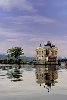 Stay overnight in a lighthouse. This lighthouse on the Hudson River in Saugerties, New York is now a bed and breakfast. Lighthouse Pictures, Hudson River, Hudson Valley, Beacon Of Light, Light Of The World, Am Meer, Le Moulin, Nice View, Places To See