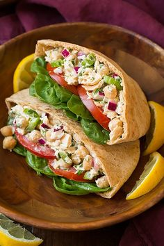 Tuna Chick Pea Pita Pockets - Healthy and perfectly hearty lunch! Flaky tuna and tender chick peas are coated with a bright and creamy, lemon herb dressing then added to whole wheat pita pockets along with fresh spinach and tomatoes. Pita Recipes, Easy Healthy Recipes, Lunch Recipes, Cooking Recipes, Healthy Foods, Healthy Lunches, Sandwich Recipes, Canned Tuna Recipes, Healthy Tuna