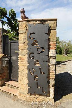 La entrada a la masia