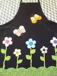 Resultado de imagem para avental em patchcolagem Aprons, Scrappy Quilts, Craft, Drop Cloths, Appliques, Sewing Patterns, Sewing Aprons, Tejidos, Needlepoint